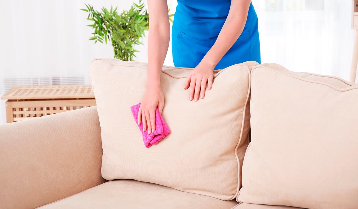 Как очистить кожаный диван?